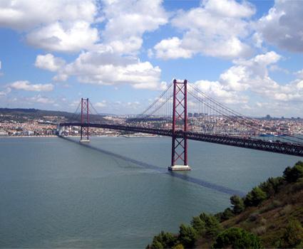 Puente Del 25 De Abril De Lisboa